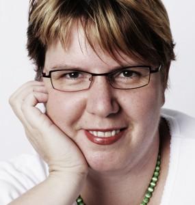 Dr. Claudia Nichterl, Ernährungswissenschafterin, Ernährungsberaterin nach TCM, Buch-Autorin und Inhaberin des essen:z kochstudios in Wien www.essenz.at